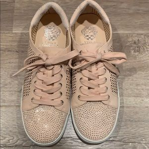 Vince Camuto sneakers 👟
